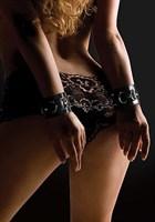 Черные кожаные наручники с заклепками - фото 189542