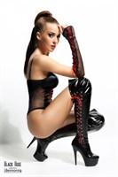 Боди Evelyne с контрастной шнуровкой и перчатками в комплекте - фото 460597