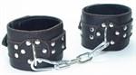 Кожаные наручники на металлической цепочке - фото 1156031
