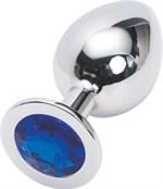 Серебряная металлическая анальная пробка среднего размера с синим стразиком - 8,2 см. - фото 1158085