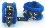 Оковы на ноги с синим мехом BDSM Light - фото 1158341