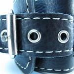 Чёрные кожаные оковы с крупной строчкой - фото 1164753