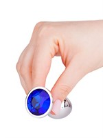 Серебристая анальная втулка с синим кристаллом - 7 см. - фото 1327771